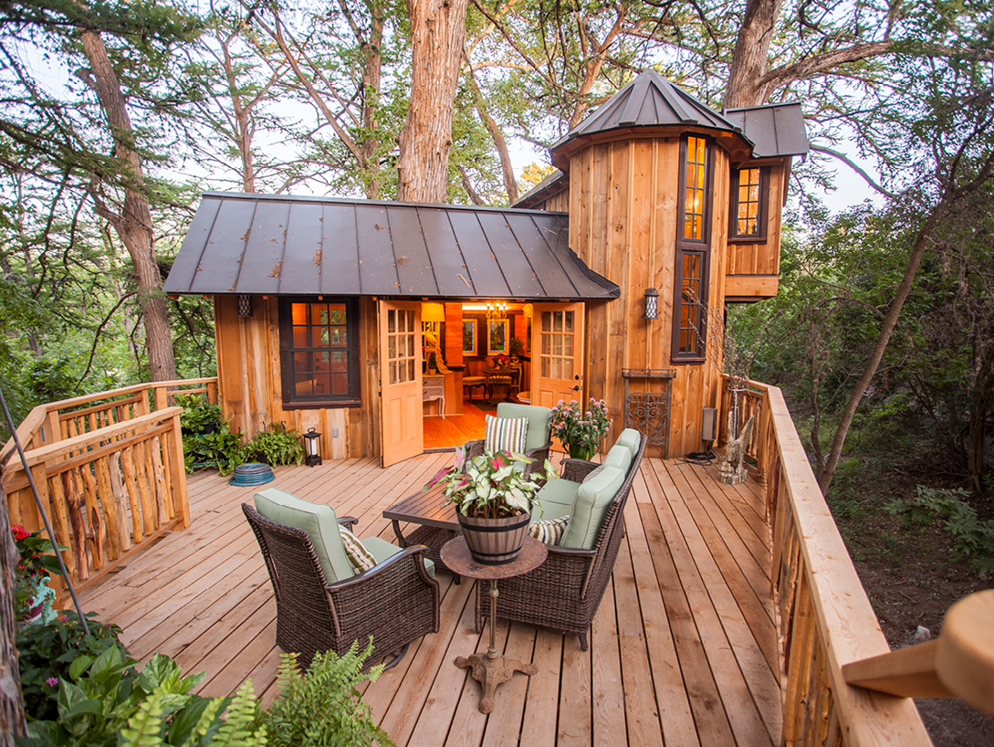 treehouse deck with furniture